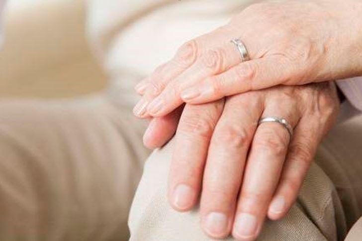 love-beyond-reason-a-heartfelt-conversation-with-a-dementia-caregiver-eldr