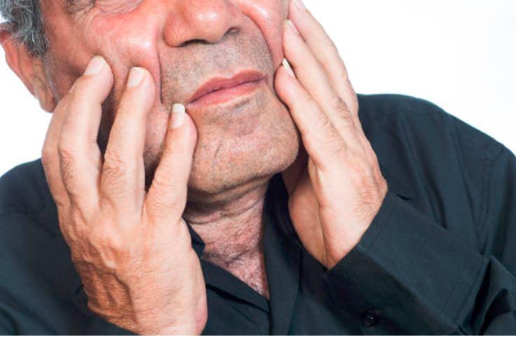 conditions that worsen oral health